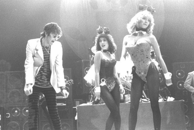 1982.Freeze-Frame.Tour.Peter.Wolf.Bunny.Girls.Paul.Natkin